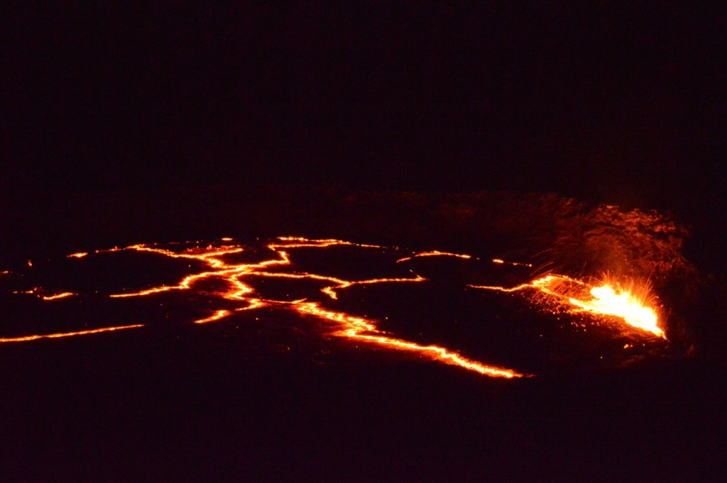 Mini-Plate Tectonics in the Lava Lake